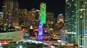 800px-Biscayne_Boulevard_night_20101202