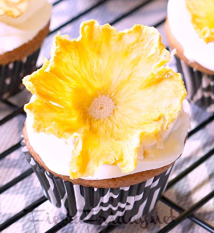 dried pineapple flower | fiestafriday.net
