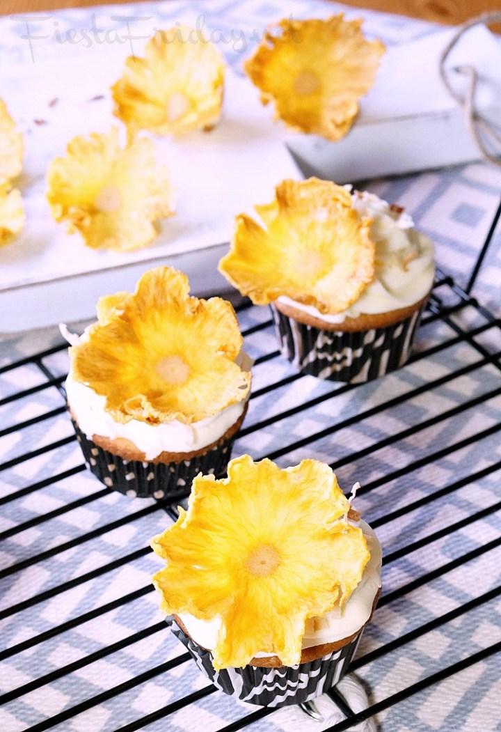 pineapple flowers cupcake decoration | fiestafriday.net