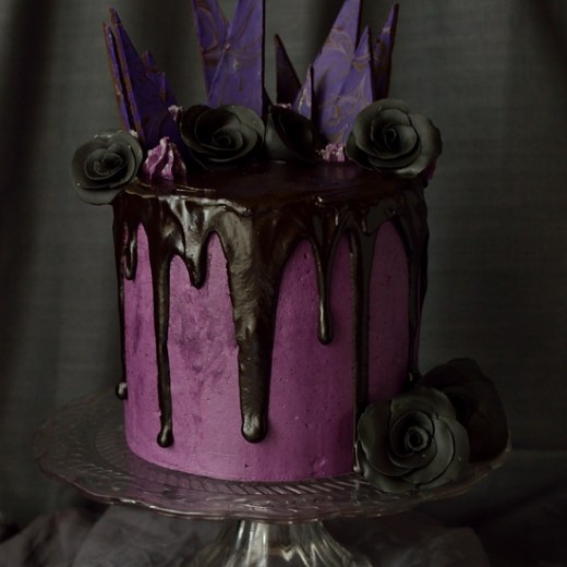 Chocolate-blackberry-elegantly-gothic-Halloween-cake-with-blackberry-swiss-meringue-buttercream-and-backberry-ganache