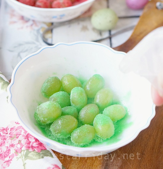 how-to-make-sour-patch-grapes   fiestafriday.net