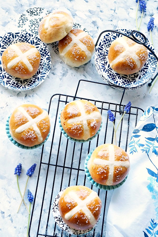 Hot Cross Buns | FiestaFriday.net