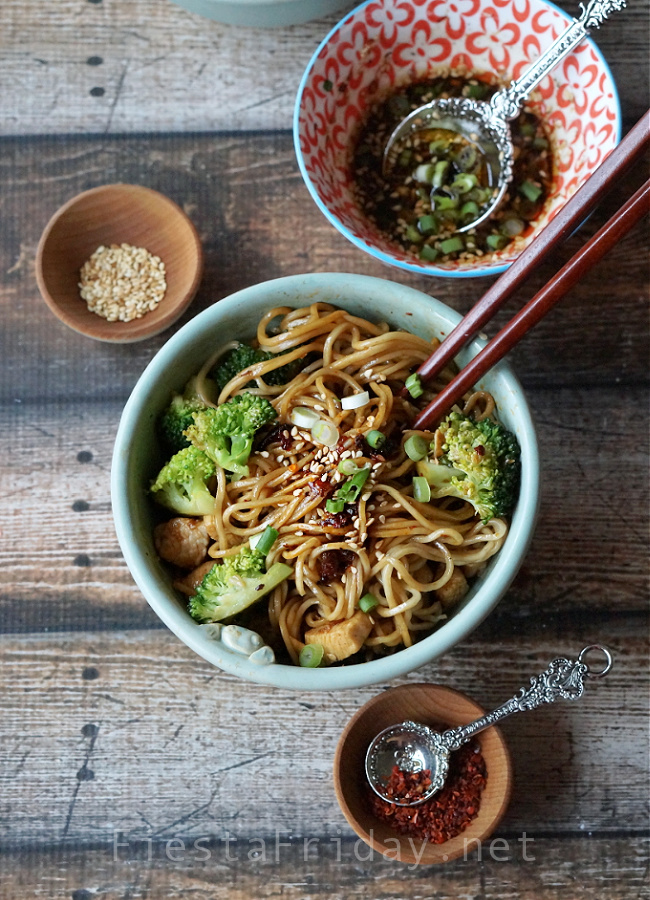 Garlicky Chinese Noodles with Chicken and Broccoli | FiestaFriday.net