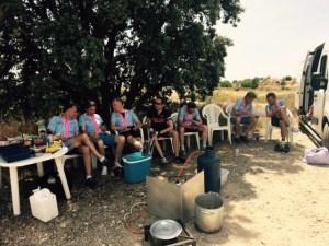 Juni 1, 2015 Lunch in de berm, erg nodig (10)