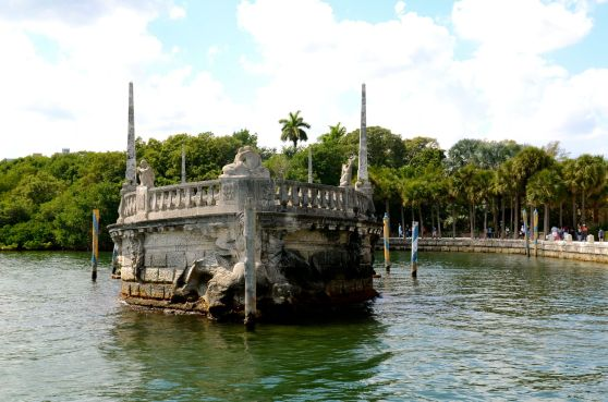 Vizcaya barge
