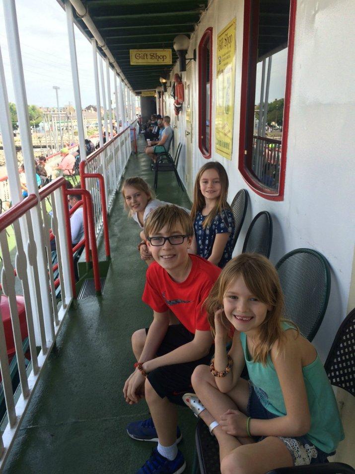 kids-steamboat-natchez-new-orleans-