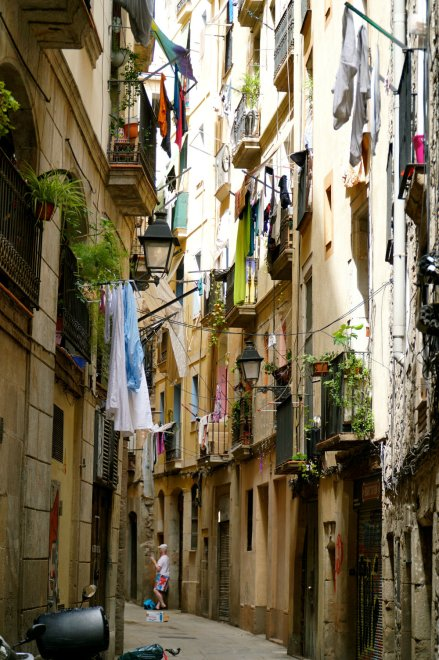Walking through the narrow streets of El Born in Barcelona, walking guides