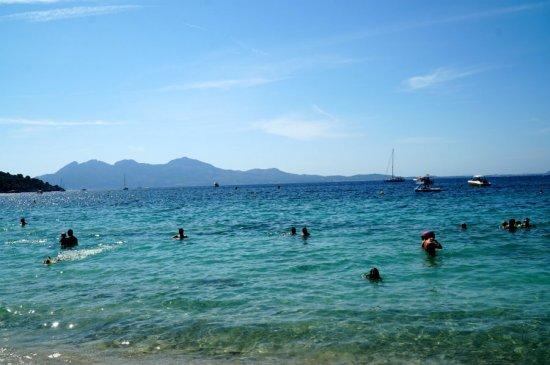 Formentor-beach-swimmers-Mallorca-