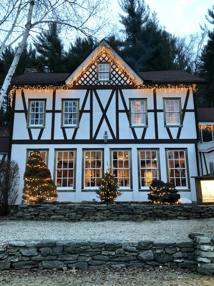 Beautiful Swiss Hutte inn in Hillsdale, NY