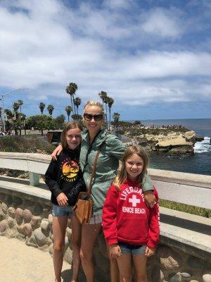 La Jolla Coastal Path walk with the girls