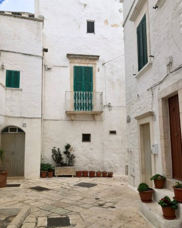 Exploring the town of Locorotondo in Puglia