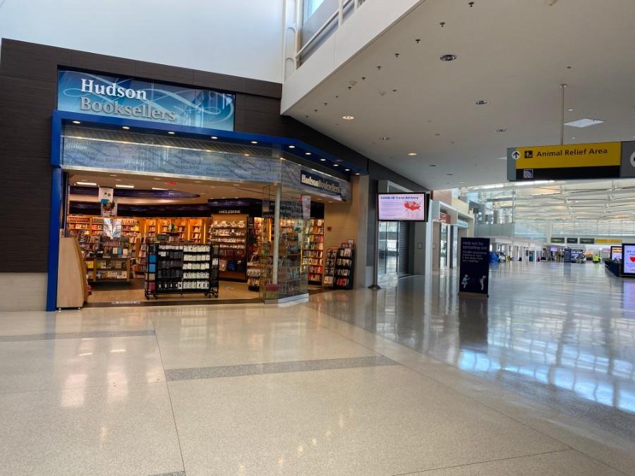 An empty Hudson News at Newark airport