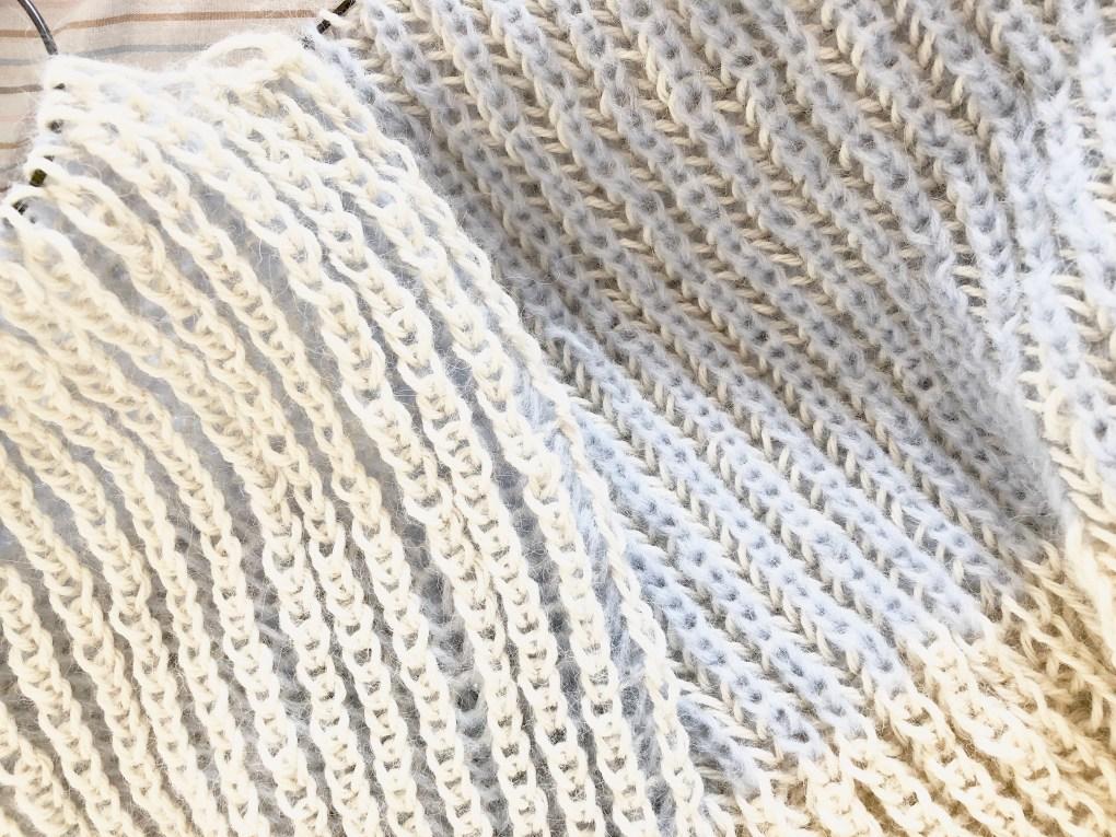 sweater i to-farvet patentstrik