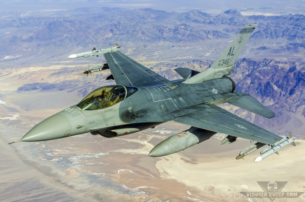 """Fatty,"" a pilot with the Alabama Air National Guard's 100 FS, flies a Block 30 F-16C+ over Death Valley during a training mission."