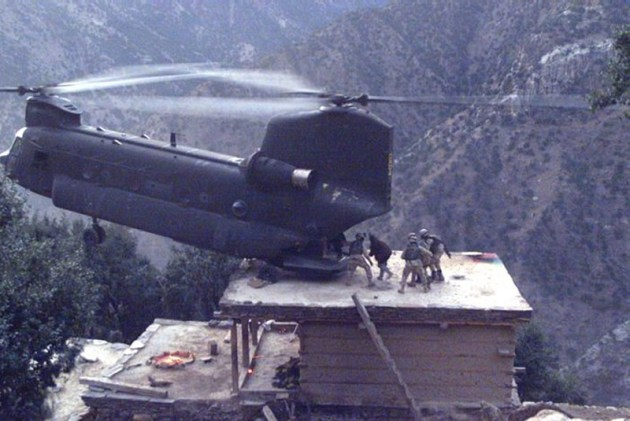 AIR_CH-47_Afghanistan_Rooftop_Pickup_lg