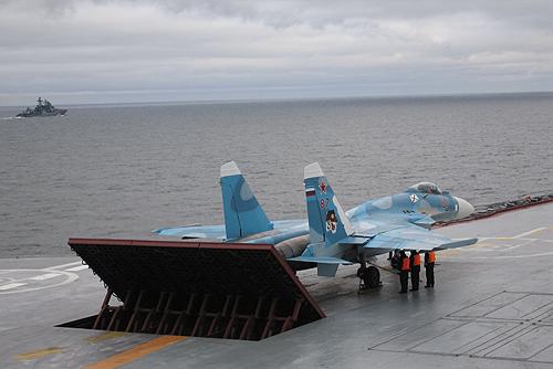 sukhoi_su-33_on_admiral_kuznetsov