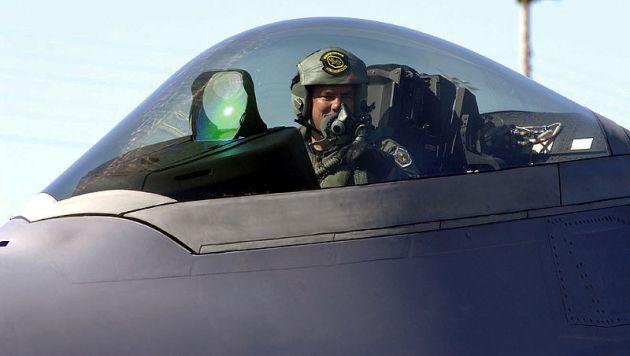 F-22_cockpit_close-up