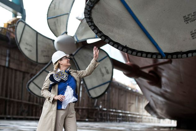 Susan_Ford_with_propeller_of_USS_Gerald_R._Ford_(CVN-78)_2013