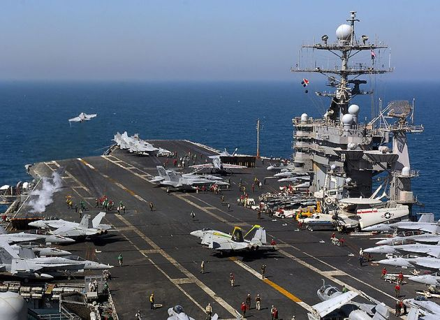 USS_Harry_S._Truman_(CVN-75)_flight_deck
