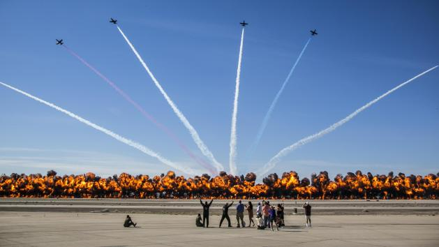 Watch The Worlds Largest Wall Of Fire 2017 Yuma Airshow