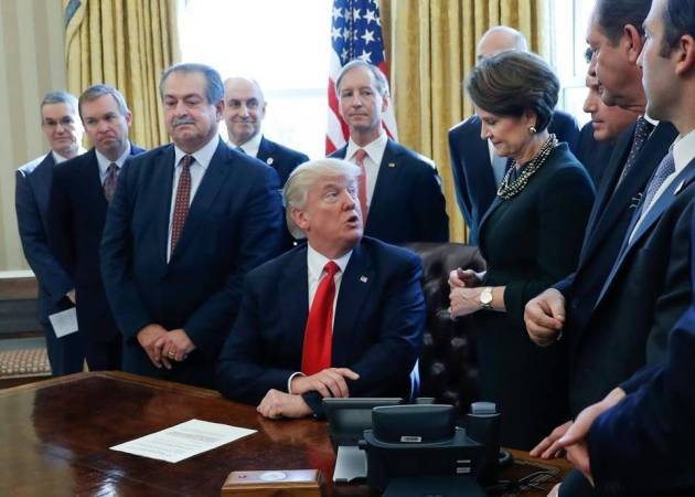 Lockheed Martin CEO Marillyn Hewson and President Trump in the Oval Office