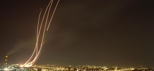 Patriot_missiles_being_launched_to_intercept_an_Iraqi_Scud_missile