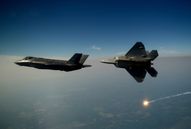 F-35A_Lightning_II_joint_strike_fighter-f-22
