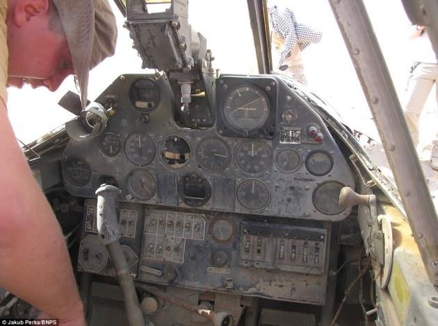p40-cockpit-sahara-desert
