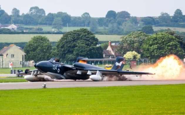 sea-vixen-gear-up-landing