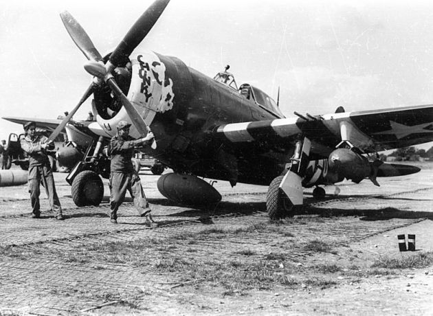 P-47D_365th_FS_in_High_Halden_June_1944