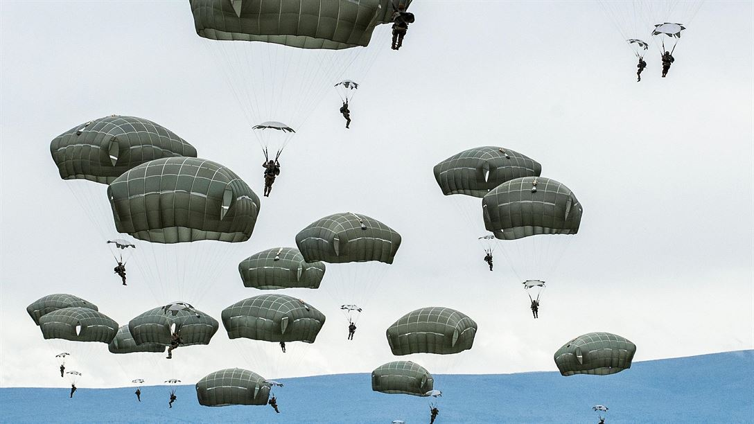 soldiers-jump-C-17 Globermaster III over Malemute drop zone