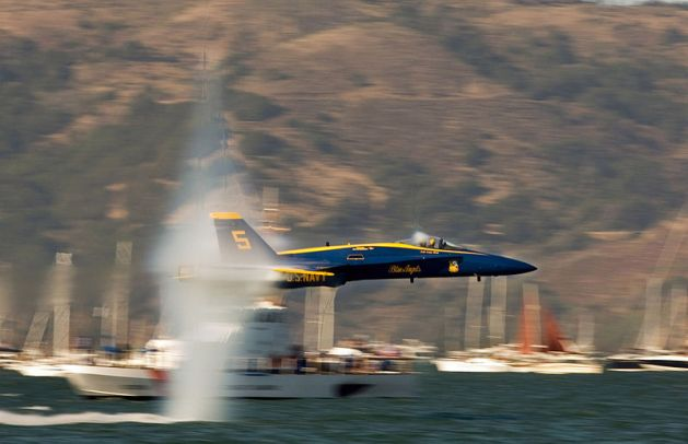 Blue Angels lead solo, performs the sneak pass