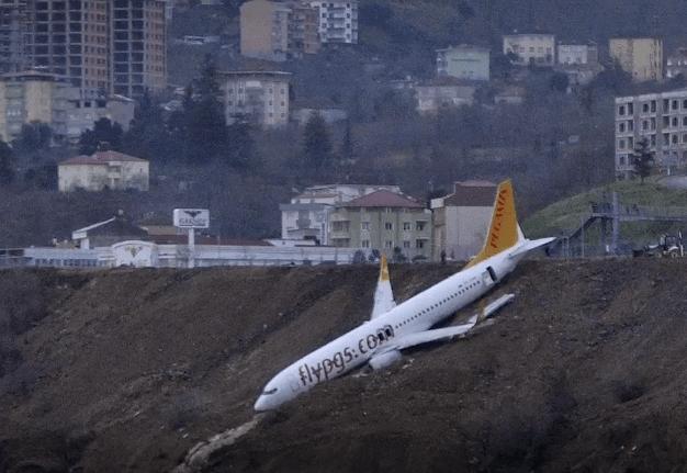 737-slides-off-runway-turkey