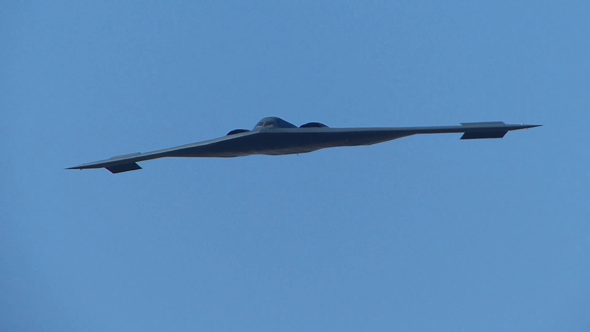 b-2-bomber-2018-rose-bowl