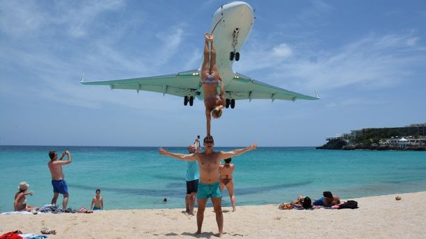 Acrobatic Couple Criticized for Stunt Beneath Landing Airliner at Maho Beach, Saint Martin