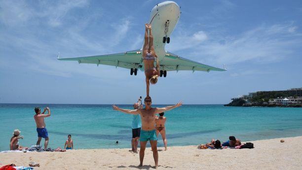 Acrobatic Couple Criticized for Stunt Beneath Landing Airliner at Maho Beach, Saint Martin