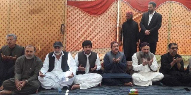 وزیر اعلی بلوچستان جام کمال خان عالیانی ،ڈپٹی اسپیکر وزیر صحت میر نصیب اللہ خان مری کے گھر کوہلو میں ان کے والدکے فاتحہ خوانی کے لئے پہنچ گئے ہی