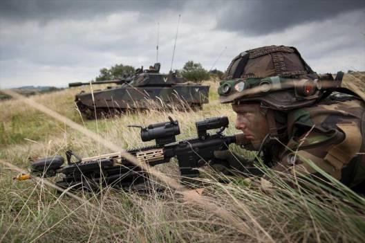 CV9035NL & Dutch Infantryman