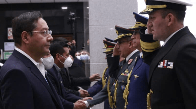 Luis Arce greets the officers elected to occupy the military leadership, this Monday in La Paz.DPA via Europa Press