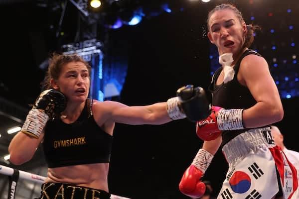 Taylor keeps undisputed women's lightweight title