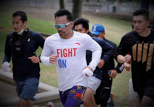 Pacquiao comienza a entrenar en EE. UU. Para Spence