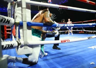 Carl Frampton Vs Tyler Mccreary Knockdown