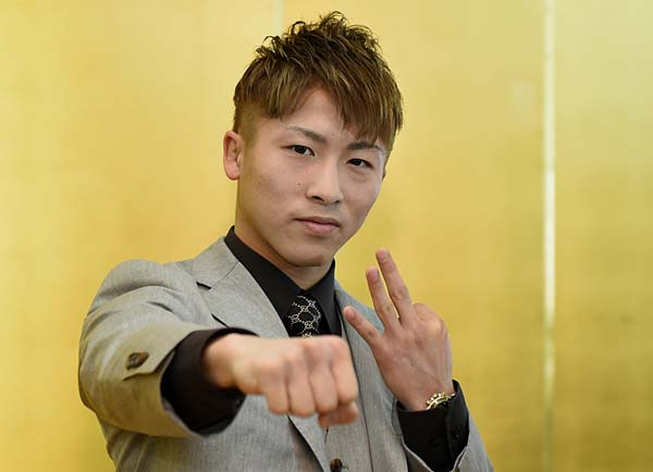 Inoue-aiming-at-his-third-belt01