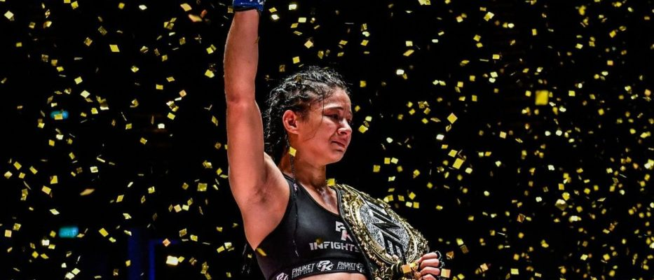 Allycia Hellen Rodrigues - Female Muay Thai Fighter
