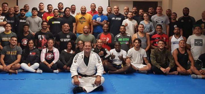 Atletas e professores participam de curso de capacitação profissional sobre Jiu-Jitsu kids em Salvador, Bahia