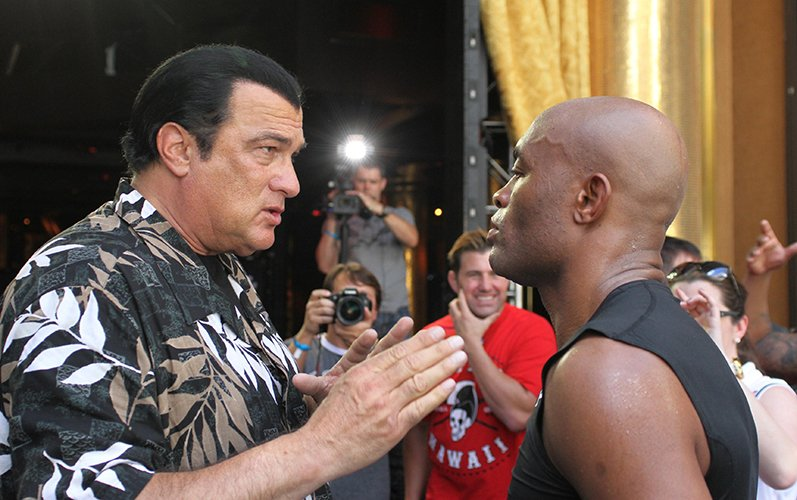 https://i2.wp.com/fightstate.com/wp-content/uploads/2015/07/steven-seagal-anderson-silva.jpg?w=1060