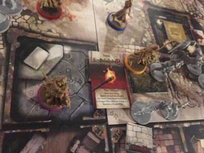 la bile de dragon enflammée détruit l'abomination mais tue aussi le pauvre héros
