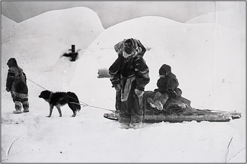 inuitwith sledge