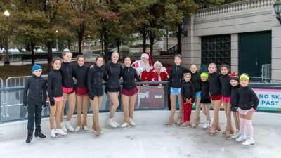 2018-millenium-park-ice-rink-santa