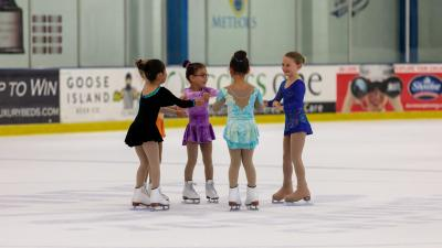 2018-summer-camp-skating-show-circle